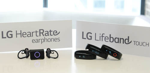 браслет LG Lifeband Touch и наушники LG Heart Rate
