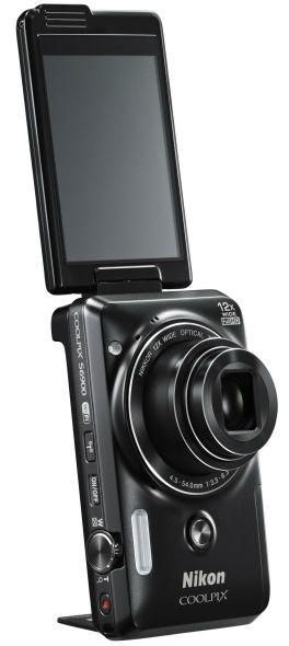 COOLPIX S6900 с поворотным дисплеем