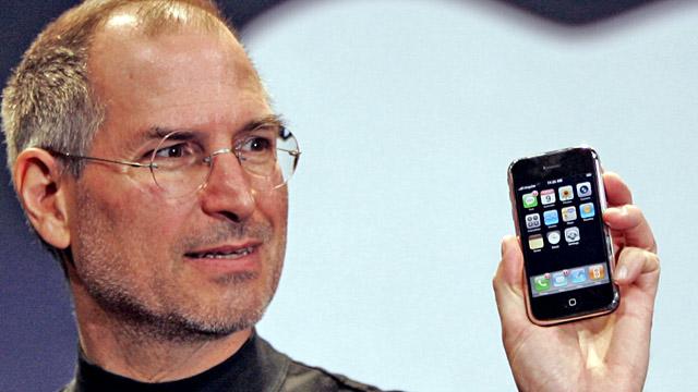 Стив Джобс с iPhone 2G